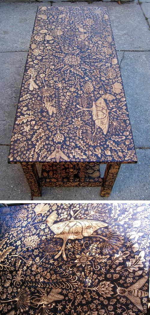 деревянный стол с орнаментом в технике пирографии