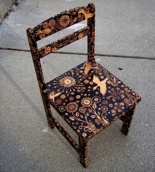 выжигание на деревянном стуле