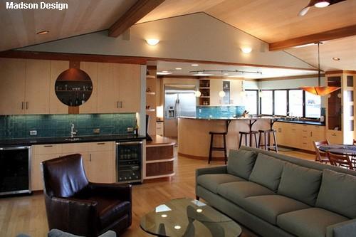 радиусная мебель в доме свободной планировки