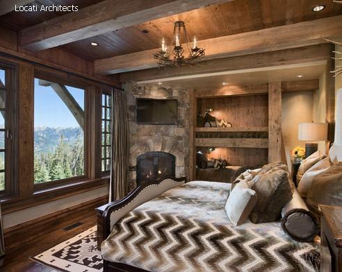 панорамные окна и декор под старину в спальне