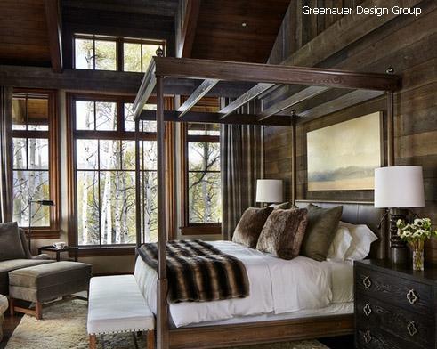 старые стены и престижная мебель в спальне