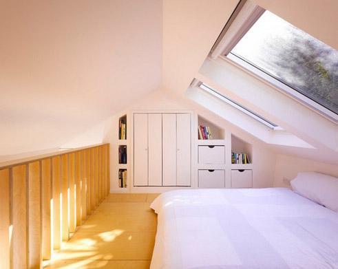 спальня наверху деревянного куба