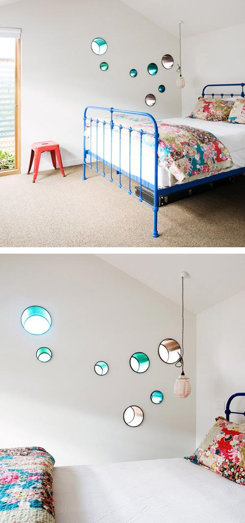 маленькие круглые окна в спальне
