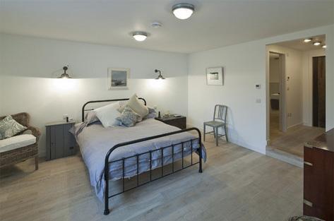 белая комната без окон