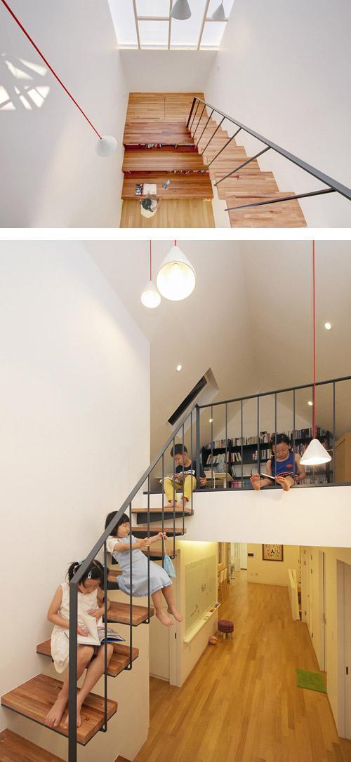 лестница с книжными полками и местами для чтения