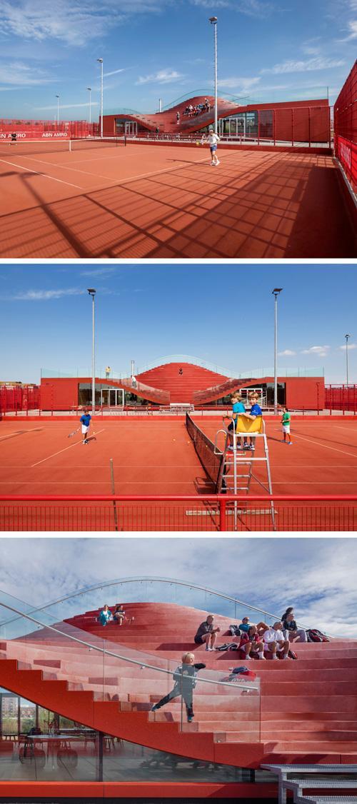 спортивная трибуна на крыше теннисного клуба