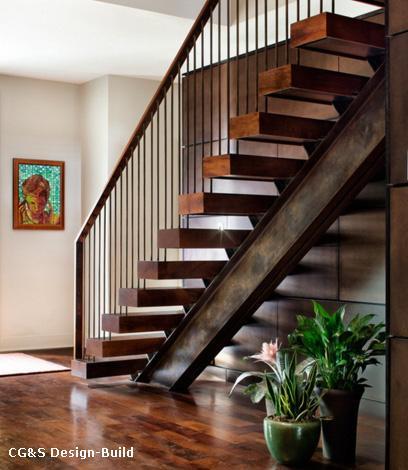 лестница на металлическом косоуре с мощными ступенями