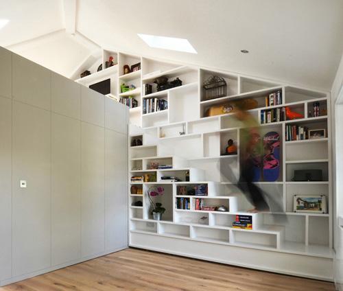 лестница замаскированная под книжный стеллаж