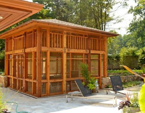 деревянный павильон на заднем дворе