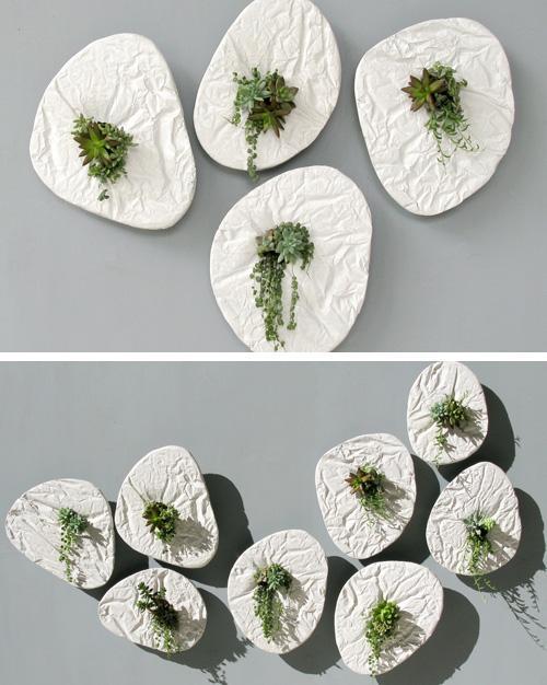 вид фактурной поверхности цветочных горшков при разно2519й освещенности