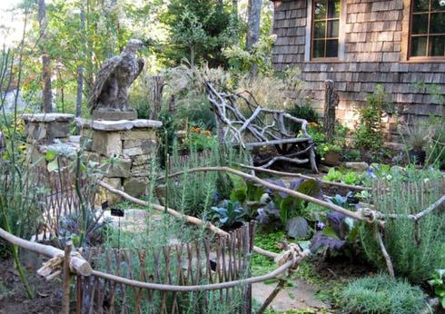 садовая скамья из веток