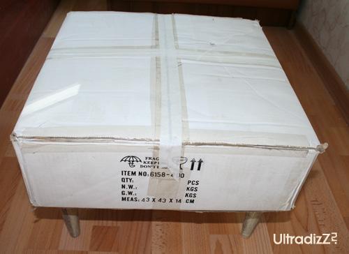 коробка с закрепленными ножками