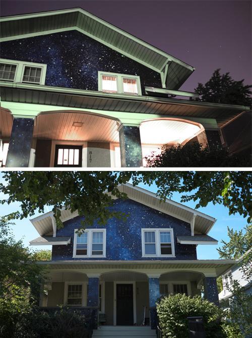 фасад частного дома с изображением звездного неба