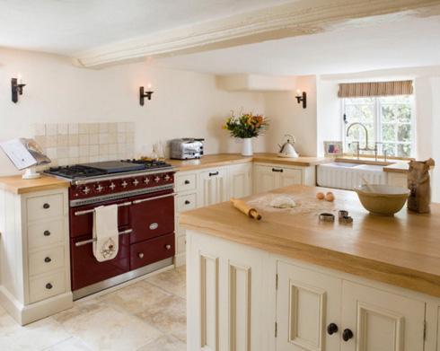 приемы дизайна кухни с низким потолком