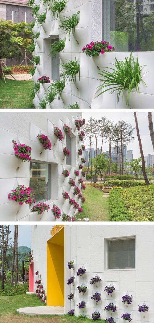 фасадные панели с встроенными цветочными горшками