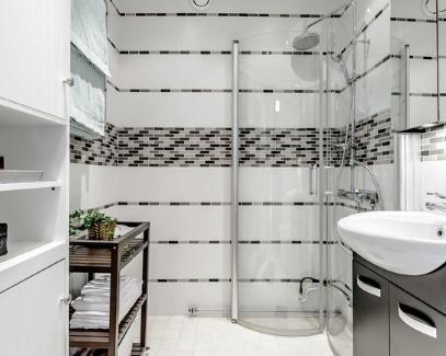 строительный душ с закрывающимися внутрь дверками