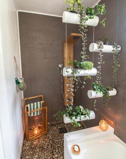 строительный душ в маленькой ванной