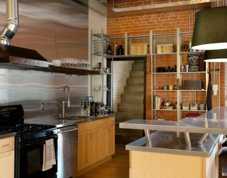 стальной водопровод на кухне в лофт стиле