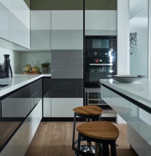 несколько видов встраиваемого оборудования в одном кухонном шкафу
