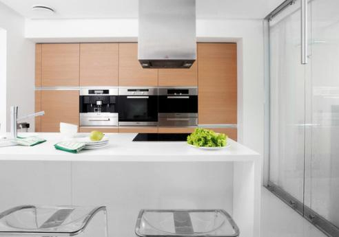 встроенная кухонная техника на уровне около 1 м