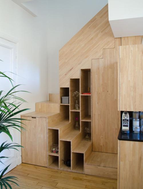 поворотная лестница с зонами хранения