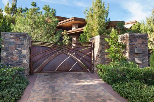 металлические ворота в стиле модерн
